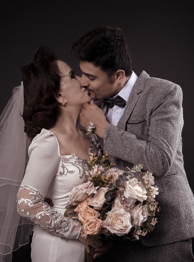 Cô dâu 65 tuổi ở Đồng Nai và chồng Tây 28 tuổi bí mật tổ chức đám cưới màu trắng?-2