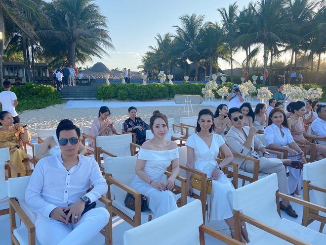 Nghệ sĩ Việt dự lễ cưới trên bờ biển của Phanh Lee-1