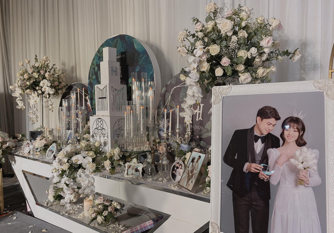 Choáng ngợp siêu đám cưới ở Ninh Hiệp: Cung điện rộng 1.600m2, riêng rạp cưới hơn 1 tỷ, nhiều sao bự góp mặt-1
