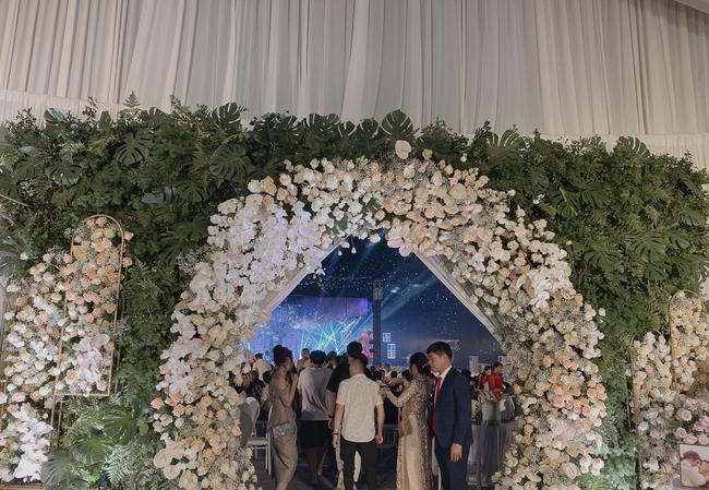 Choáng ngợp siêu đám cưới ở Ninh Hiệp: Cung điện rộng 1.600m2, riêng rạp cưới hơn 1 tỷ, nhiều sao bự góp mặt-3