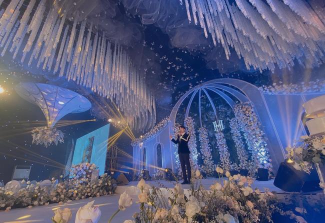 Choáng ngợp siêu đám cưới ở Ninh Hiệp: Cung điện rộng 1.600m2, riêng rạp cưới hơn 1 tỷ, nhiều sao bự góp mặt-9