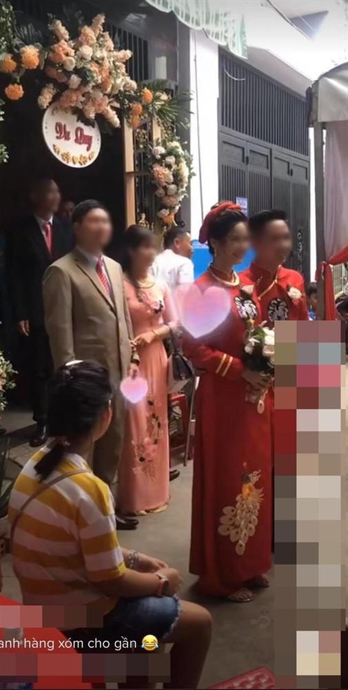 Màn rước dâu hiếm có: Mẹ chồng dắt tay con dâu đi thẳng sang nhà hàng xóm đối diện làm ai nhìn cũng thèm muốn-2
