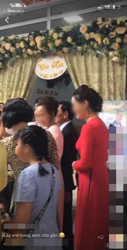 Màn rước dâu hiếm có: Mẹ chồng dắt tay con dâu đi thẳng sang nhà hàng xóm đối diện làm ai nhìn cũng thèm muốn-4
