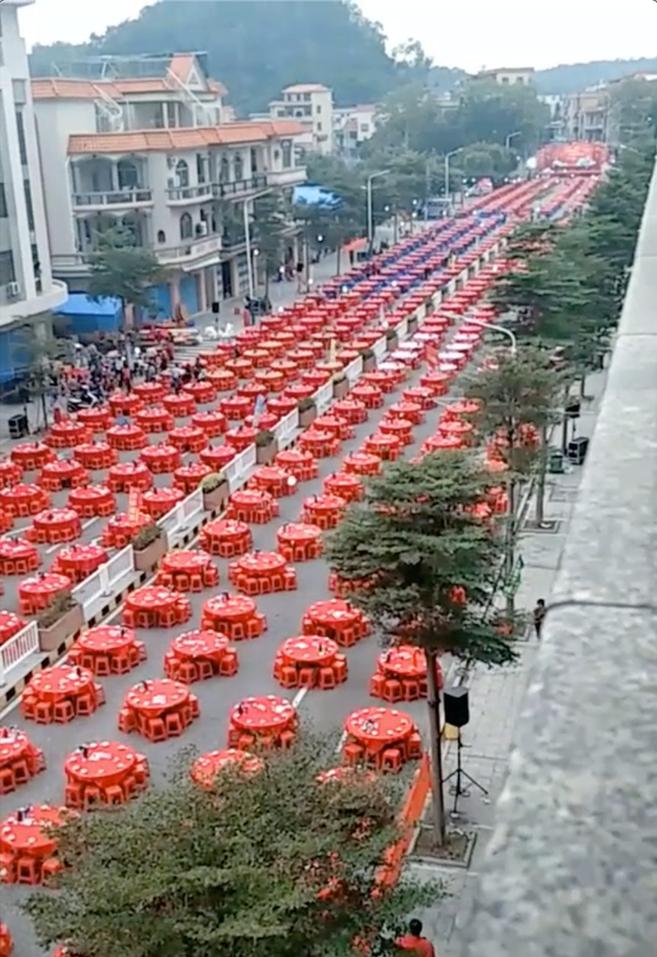Đám cưới bao trọn khu phố với 1.200 bàn tiệc, gần 1 vạn khách mời xem mà choáng-1