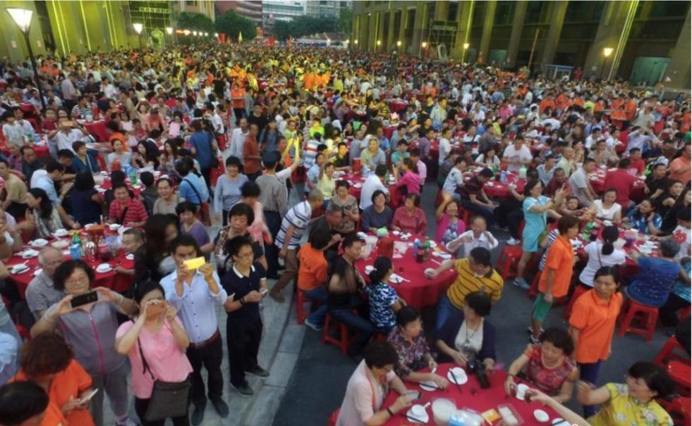 Đám cưới bao trọn khu phố với 1.200 bàn tiệc, gần 1 vạn khách mời xem mà choáng-3