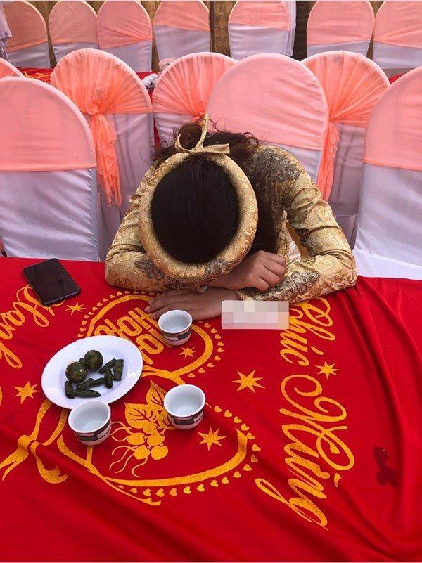 Mời cưới trên Facebook, cô dâu khóc òa cầu xin bạn bè tới dự-1