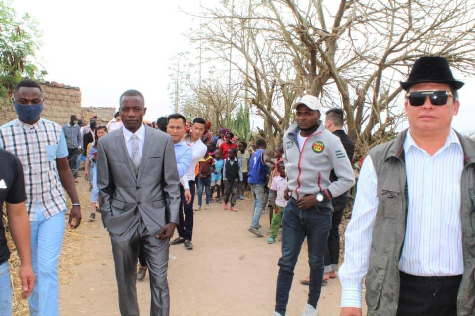 Đám cưới ở Châu Phi theo phong cách Việt Nam, nhìn dàn bê tráp mà mê-2