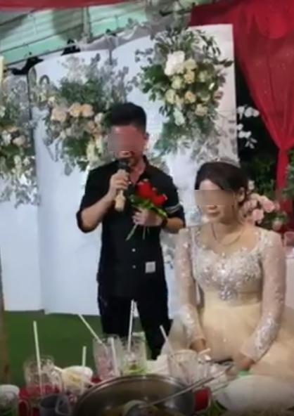 Xôn xao người yêu cũ biểu diễn thê lương ở đám cưới, cô dâu chữa ngượng đứng dậy bỏ đi-1