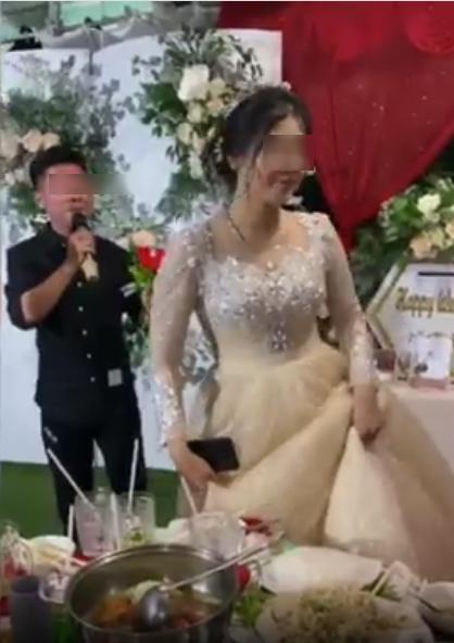 Xôn xao người yêu cũ biểu diễn thê lương ở đám cưới, cô dâu chữa ngượng đứng dậy bỏ đi-2