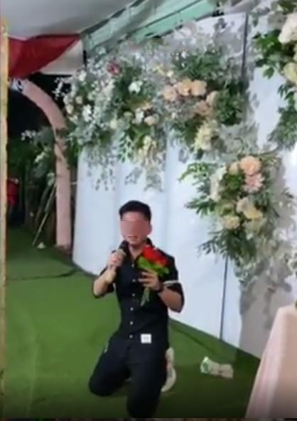 Xôn xao người yêu cũ biểu diễn thê lương ở đám cưới, cô dâu chữa ngượng đứng dậy bỏ đi-3