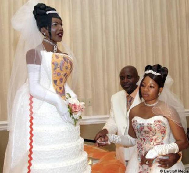 Thảm họa bánh cưới khiến cô dâu chú rể chán chả muốn về chung nhà-11