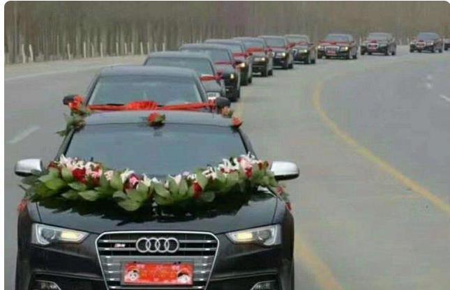 Chú rể thót tim khi người yêu cũ lái xe sang, gây chú ý ở đám cưới-1