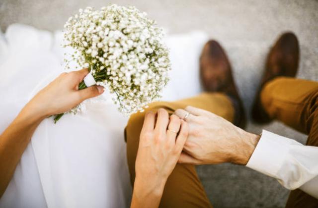 Mặc váy cô dâu hụt 2 lần vì dịch, lần thứ 3 định cưới thì... ly hôn-2