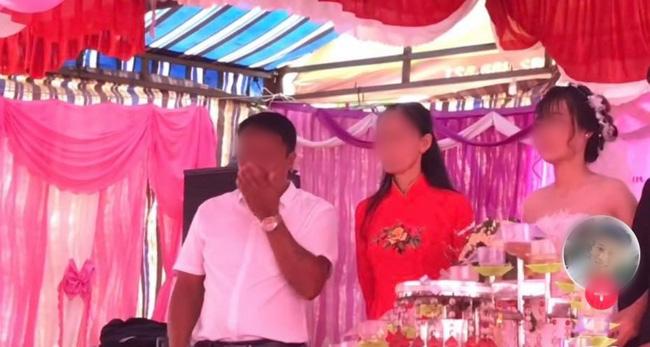 Cưới con gái, bố ôm mặt khóc như mưa nhưng thái độ của cô dâu khiến dân mạng tranh cãi-1