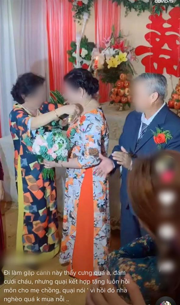 Màn trao vàng có 1-0-2 trong đám cưới khiến quan khách vỗ tay rần rần-3