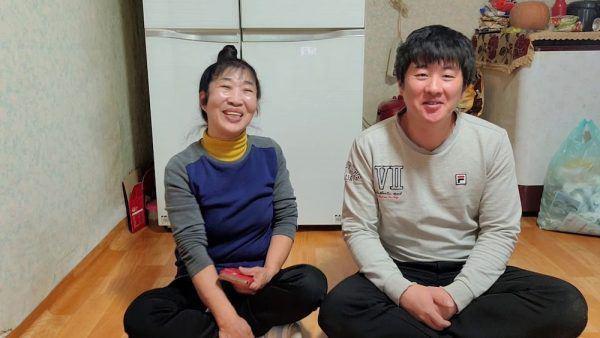 Cô dâu hội người cao tuổi kết hôn với cháu trai kém 35 tuổi: Xin lỗi đã giấu tuổi thật-2