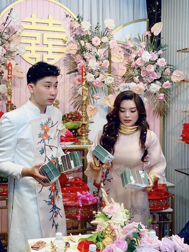 Choáng váng cô dâu trẻ vàng đeo trĩu cổ, tiền mừng cưới tính bằng quyển-3