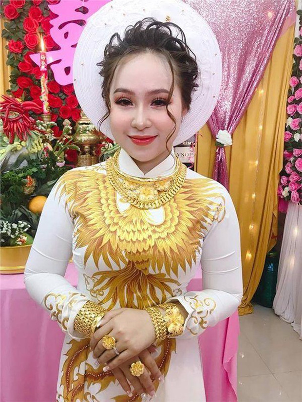 Choáng váng cô dâu trẻ vàng đeo trĩu cổ, tiền mừng cưới tính bằng quyển-6