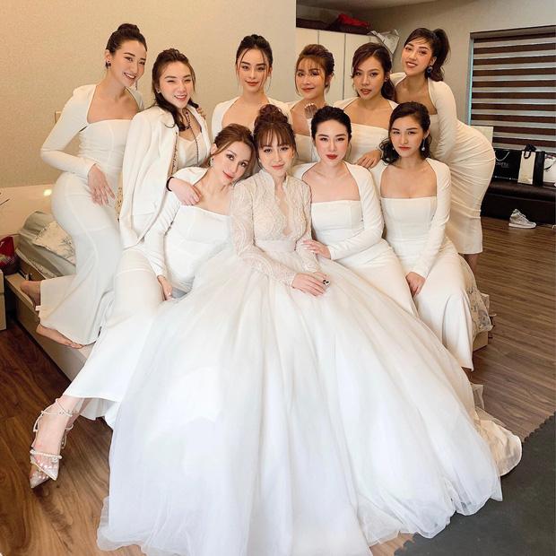 Dàn phù dâu đại náo mạng xã hội vì toàn gái xinh lấn át cả cô dâu-1