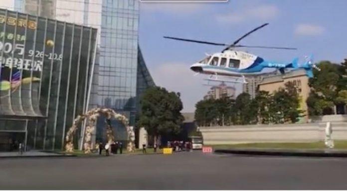 Đám cưới đi bằng trực thăng, cô dâu đeo vàng trĩu cổ gây sốt mạng xã hội-1