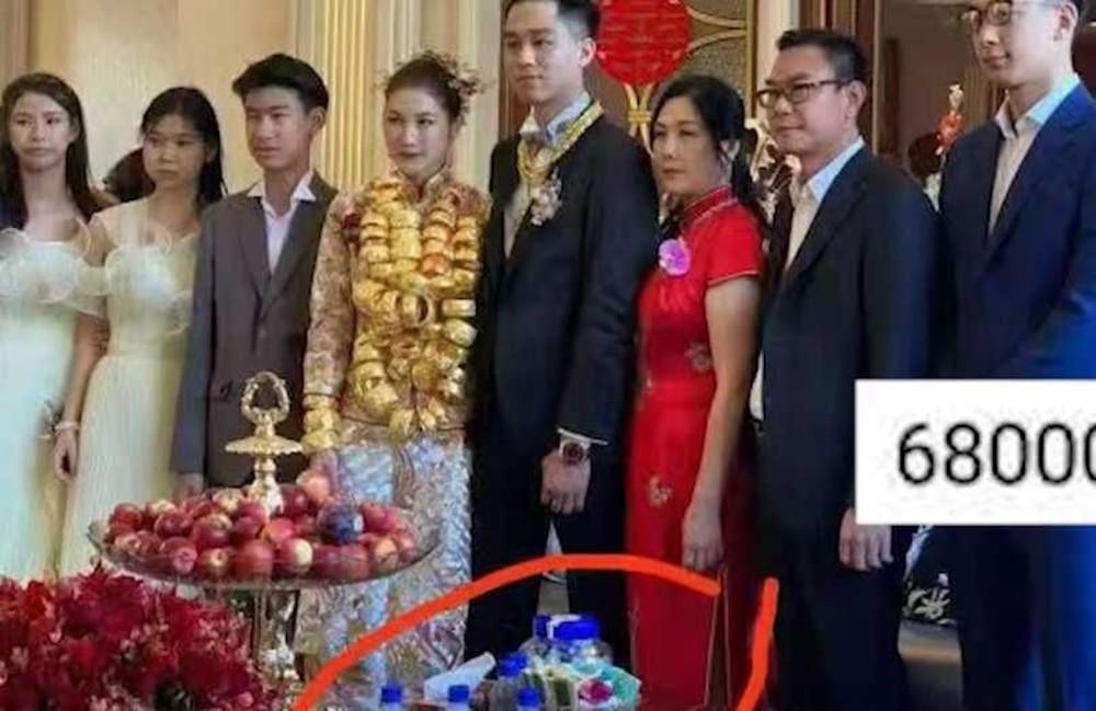 Đám cưới đi bằng trực thăng, cô dâu đeo vàng trĩu cổ gây sốt mạng xã hội-3