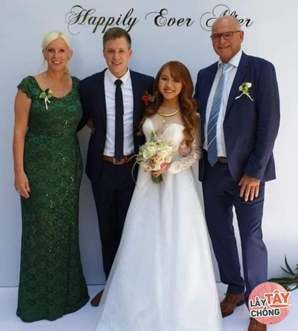 Lên mạng thả thính, cô gái Việt câu được chồng Đức, ngày cưới thông gia ôm nhau khóc-4