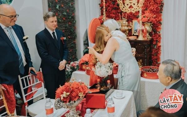 Lên mạng thả thính, cô gái Việt câu được chồng Đức, ngày cưới thông gia ôm nhau khóc-6