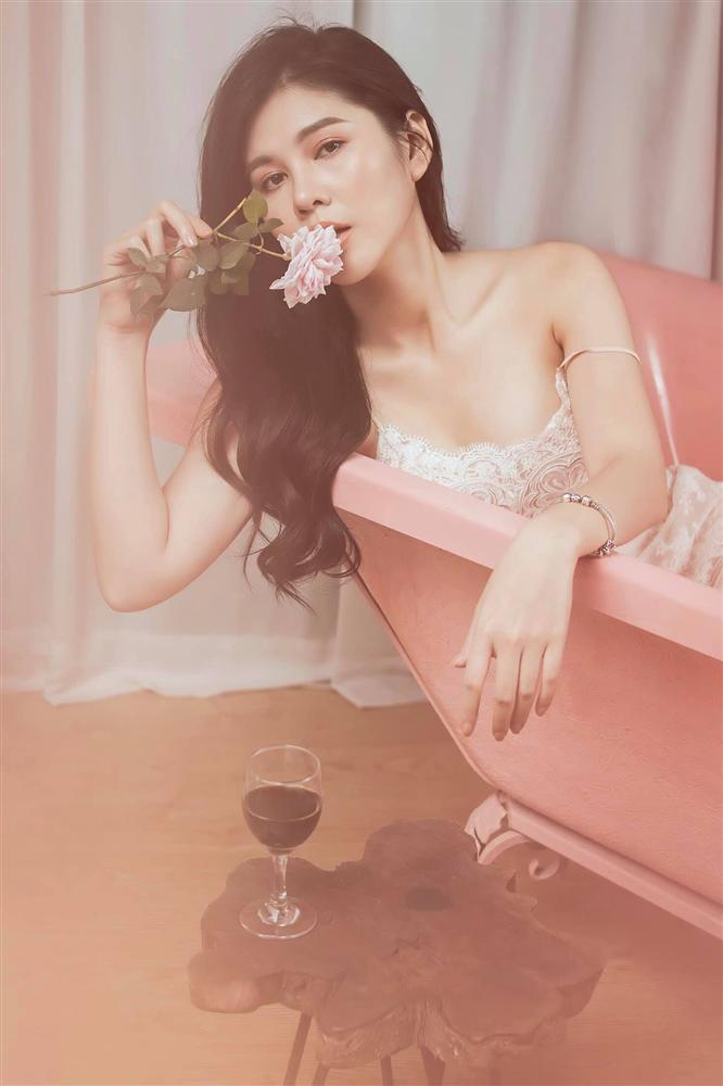 Nhan sắc MC Thu Hoài trong ngày làm cô dâu có giống như khi lên truyền hình?-9