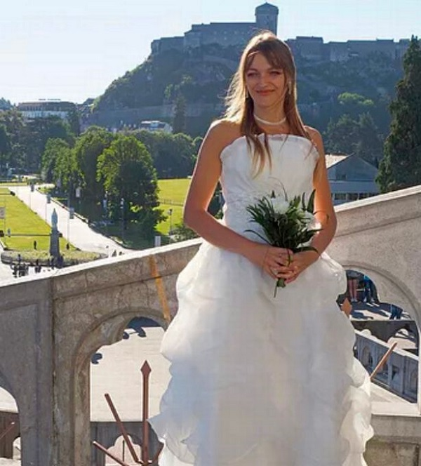 Bị chồng sắp cưới phản bội, cô gái quyết định tự kết hôn với chính mình-3