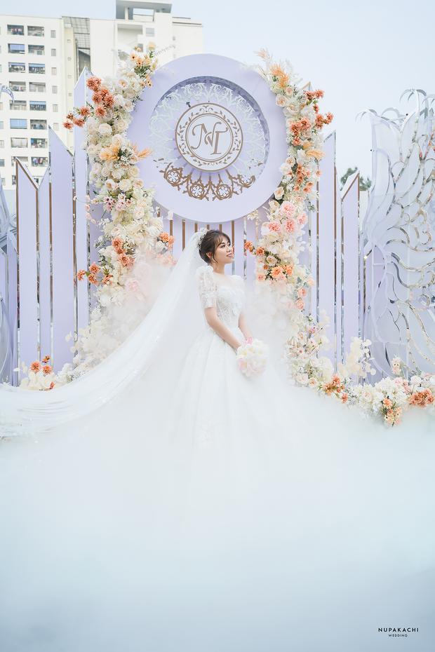 Đám cưới cổ tích ở Bắc Ninh: Riêng tiền thiết kế 30 tỷ, 300 xế xịn đỗ kín đường-7