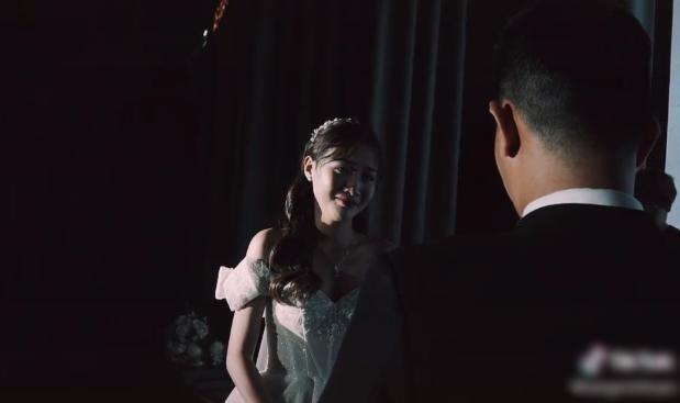 Xôn xao clip chú rể khóc nức nở ở đám cưới, nguyên nhân phía sau gây bất ngờ-5