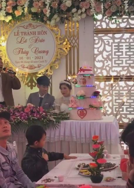 Xôn xao chú rể 2k3 buồn bã trong đám cưới vì bị ép lấy vợ 29 tuổi để gán nợ-3