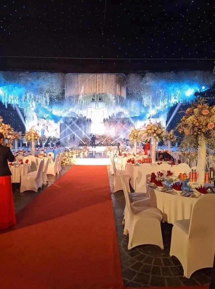 Không gian, thực đơn đám cưới khủng trong lâu đài dát vàng ở Ninh Bình-3