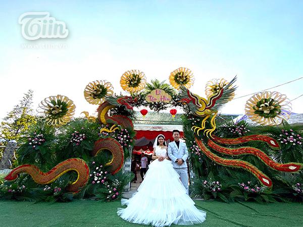 Cổng cưới long phụng sum vầy siêu to khổng lồ của cặp đôi miền Tây gây sốt mạng xã hội-3