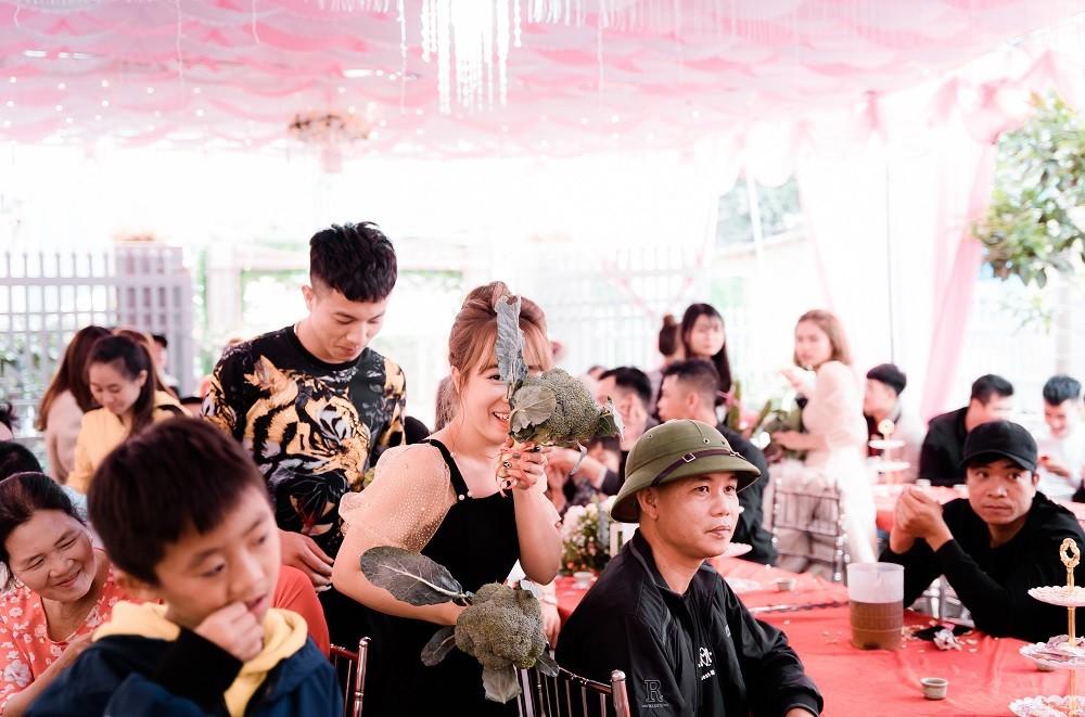 Cô dâu Quảng Ninh té ngửa với quà cưới có 1-0-2 từ hội bạn thân-2