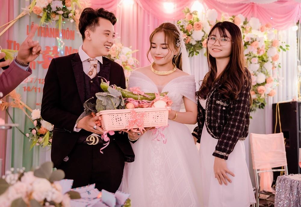 Cô dâu Quảng Ninh té ngửa với quà cưới có 1-0-2 từ hội bạn thân-4