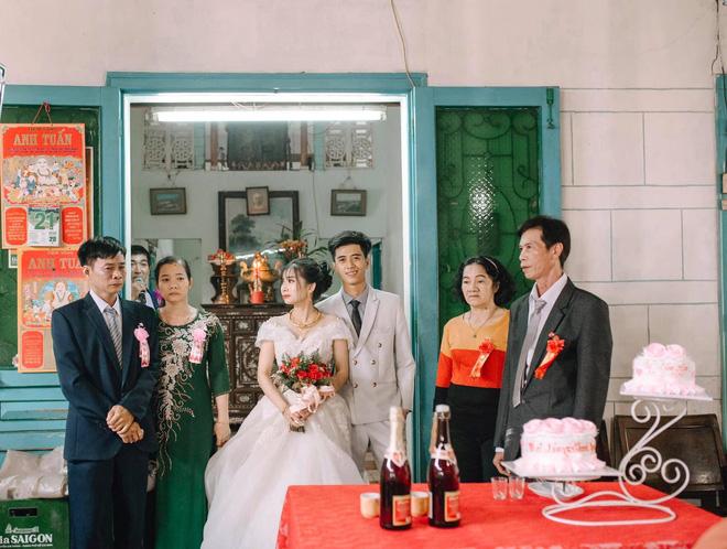 Ngày cưới con gái, ông bố khóc suốt hôn lễ, gục vào vai chú rể: Nhớ thương em-1