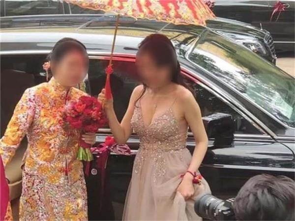 Đi đám cưới, cô gái diện áo kiểu gì mà muốn rơi cả tuyết lẫn lê-6