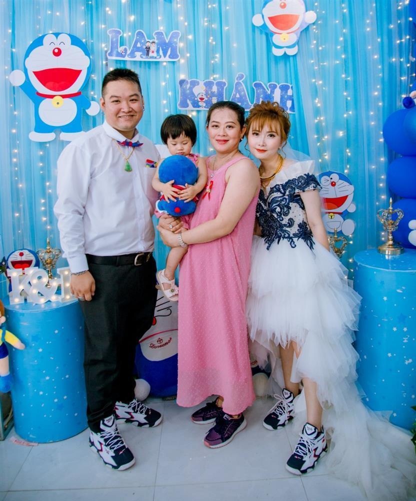 U mê Doraemon, cô dâu 9x được mẹ chồng tặng nguyên bộ trang sức hình mèo máy-13