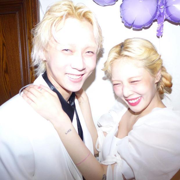 HOT: Nửa đêm Hyuna đăng ảnh diện váy cô dâu, nghi vấn kết hôn với Dawn?-7