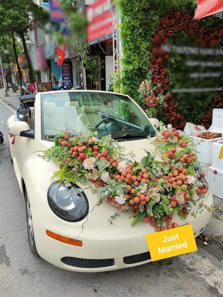 Cặp đôi Lục Ngạn chơi trội với xe hoa được làm từ đặc sản cây nhà lá vườn-1